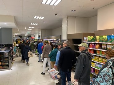 Supermarket queue line